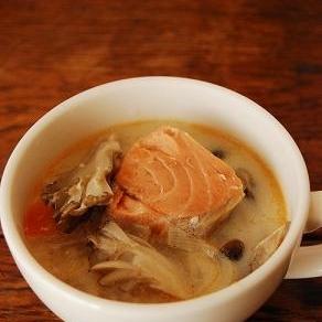 豆乳と鮭の具沢山みそスープ