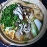 豆苗と肉団子入り味噌チゲ風鍋