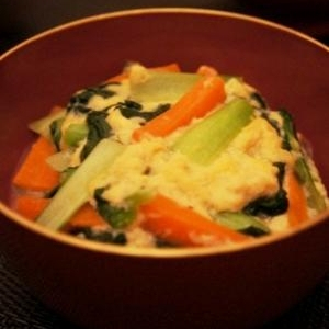 かき菜と人参の泡雪卵餡