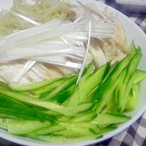 茹で鶏とキュウリの棒々鶏風冷やし中華