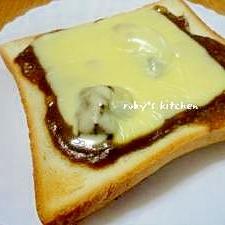 カレーの翌朝はカレーチーズトーストでしょ♪
