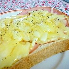 トーストバリエ♪ ハムチーズトースト。