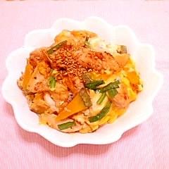 鶏ムネとかぼちゃの卵とじ丼