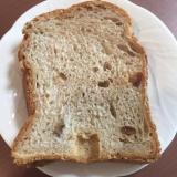 HBでライ麦パン(くるみとイチジク入り)