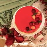 真っ赤なミラーケーキ