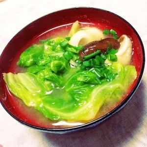 春キャベツと生椎茸とちくわのお味噌汁