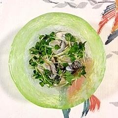 牡蠣の和え物に、貝割れ