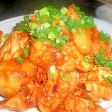 鶏むね肉とカリフラワー、新じゃがのピリ辛炒め