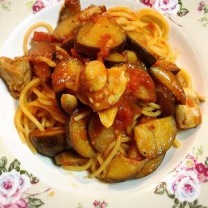 ナスと鶏肉のトマトパスタ