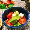 アボカドとミニトマトとチーズのサラダ