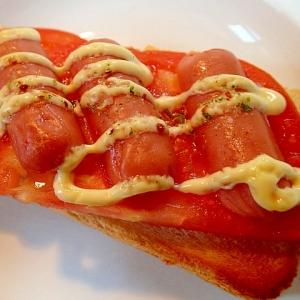トマトとウインナーの大蒜香るトースト♪