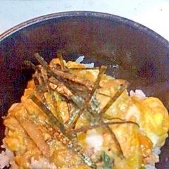鶏ひき肉とごぼうの玉子丼