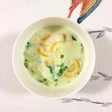 クルトンも入れて、豆苗、ズッキーニの豆乳スープ