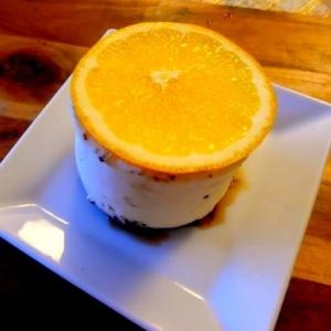 クレームパティシエール入りレアチーズケーキ。