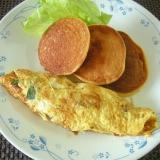 ニラ入りオムレツと大豆粉パンケーキの朝食♪
