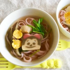 椎茸お吸い物で♪ミニーちゃんとピンク色のおうどん♡