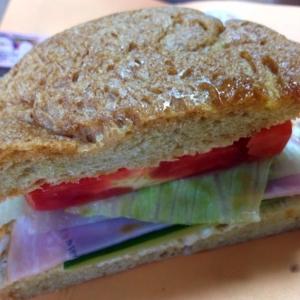 大好きなものをつめこんだサンドイッチ