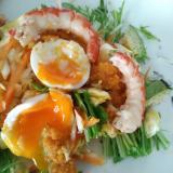 えびとアボカドと卵のサラダ