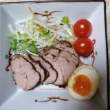 紅茶豚(豚バラブロック肉)と、半熟卵
