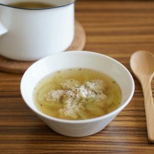 ハーブが香る もち麦と鶏だんごのスープ