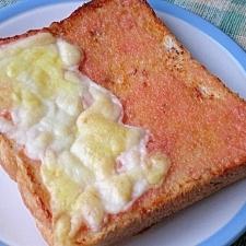 バゲットの代わりに食パンで 明太子マヨトースト