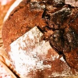 ストウブで自家製酵母のココアとチョコのカンパーニュ