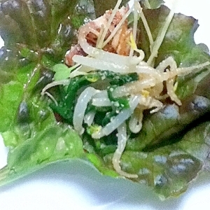 鳥皮と野菜のサンチュ包みサラダ