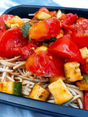ひんやり☆トマトとズッキーニの冷やし蕎麦