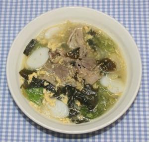 簡単☆ぽかぽか☆乾燥わかめで韓国風牛肉レタススープ