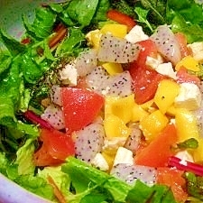減塩☆焼きチーズとフルーツのベジサラダ
