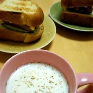 スープ感覚☆ブラックペッパーホットミルク♪