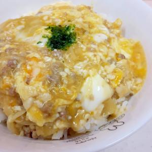 豚ひき肉と玉ねぎの卵丼