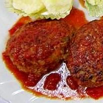 中からトロトロチーズ♪トマト味の煮込みハンバーグ