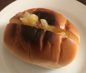 チーズマーマレードのロールパン