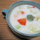 野菜スープをアレンジしてミルク味の野菜スープ