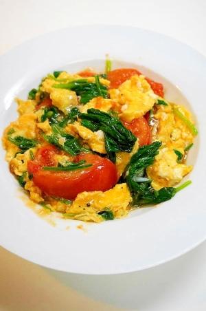 ふわふわ卵が美味!ほうれん草とトマトの卵炒め