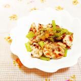 バジル&塩レモン風味♪鶏ムネと小松菜の茎の蒸し焼き