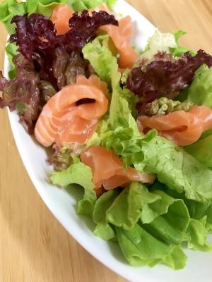 お刺身サーモンの簡単サラダ