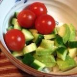 トマトきゅうりアボカドのサラダ♡