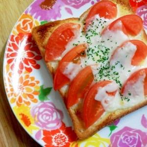 簡単朝食!とまとチーズトースト♪