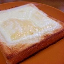 マヨネーズとチーズのトースト