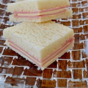 *ハムとチーズのサンドイッチ*