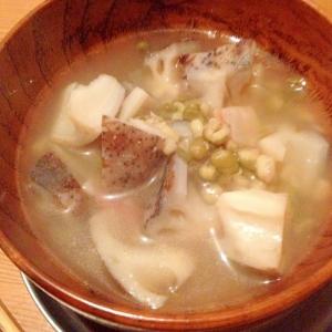 蓮根と緑豆とベーコンのスープ