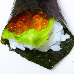 いくらとレタスの手巻き寿司