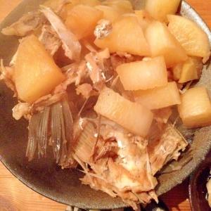 カワハギのアラと大根の炊いたん(圧力鍋で)