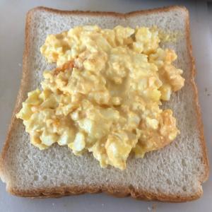 卵のオープンサンド