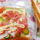 生ハムとスライスきゅうりのサンドウイッチ