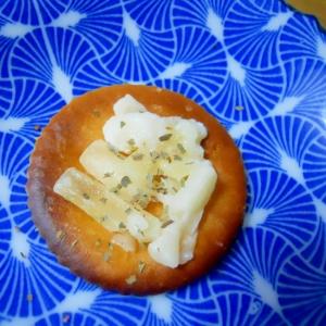 珈琲のおやつに! 焦がしリッツでチーズ&バジル