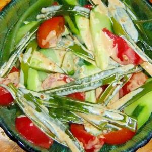 トマト胡瓜茎わかめの爽やかサラダ
