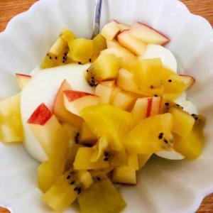 キウイとりんごのヨーグルト
